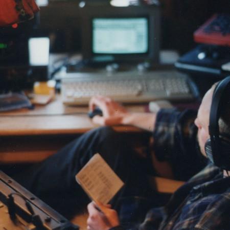 Toby im improvisierten Studio der Berghütte
