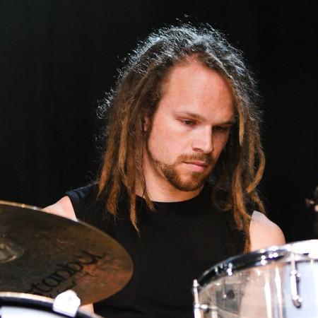 Lothar zählt seine Trommeln