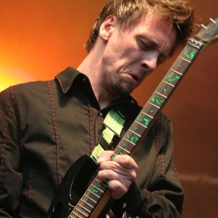 Olli Lohmann würgt die Gitarre