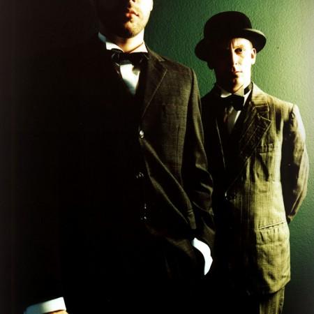 JANUS 1998: Vatermörder, Hüte und stechende Blicke