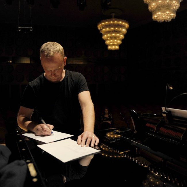 Der erste Tag in Leipzig. Toby macht sich Notizen.