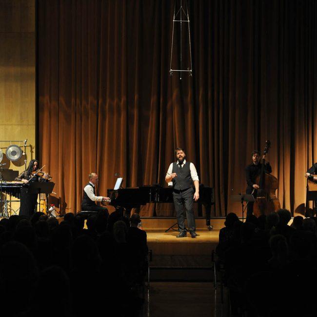 Die große Bühne im Mendelssohn-Saal bot viel Raum.