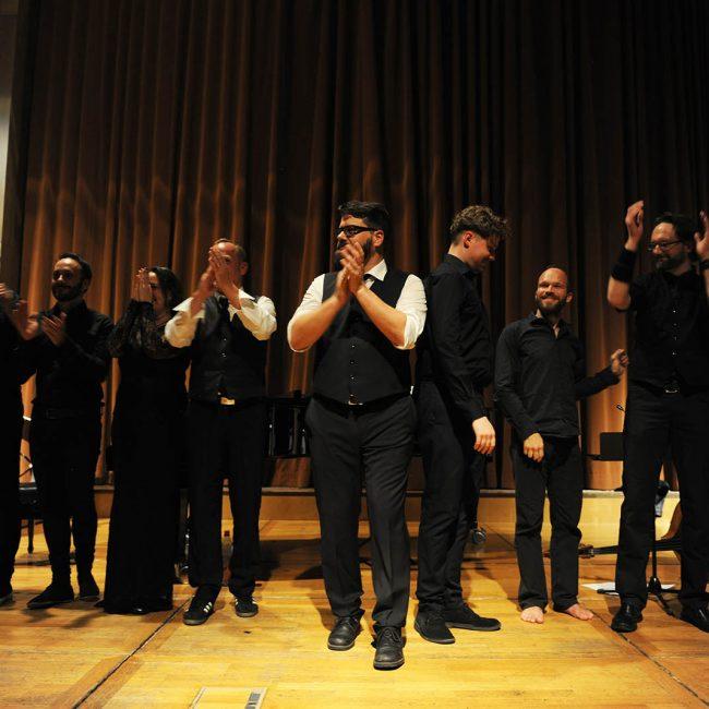 Das JANUS Ensemble dankt dem Publikum.