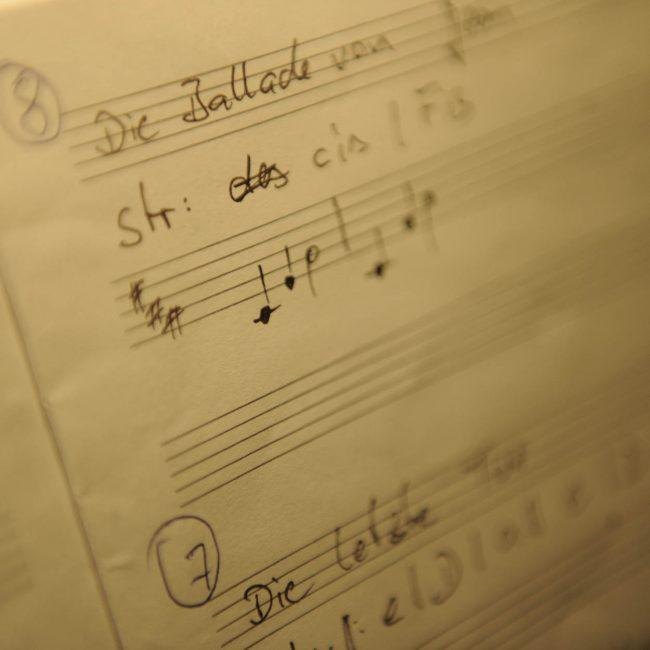 Hier die offizielle Notenabschrift einiger JANUS Lieder.