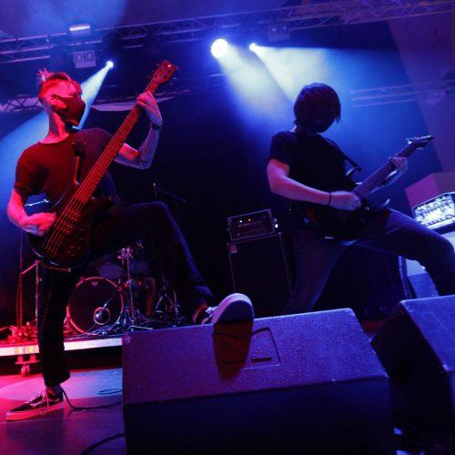 Bassist Björn und Gitarrist Emil bretterten los wie die Teufel