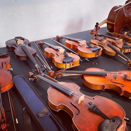 Das Waffenarsenal des Orchesters. Ausschnittsweise.