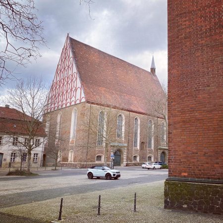 """In diesem Konzertsaal in Frankfurt /Oder wurde das 67köpfige Orchester für """"Terror"""" aufgenommen."""