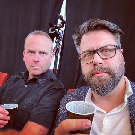 Diese beiden Herren sind erst nach dem Verzehr ihres Kaffees ansprechbar.